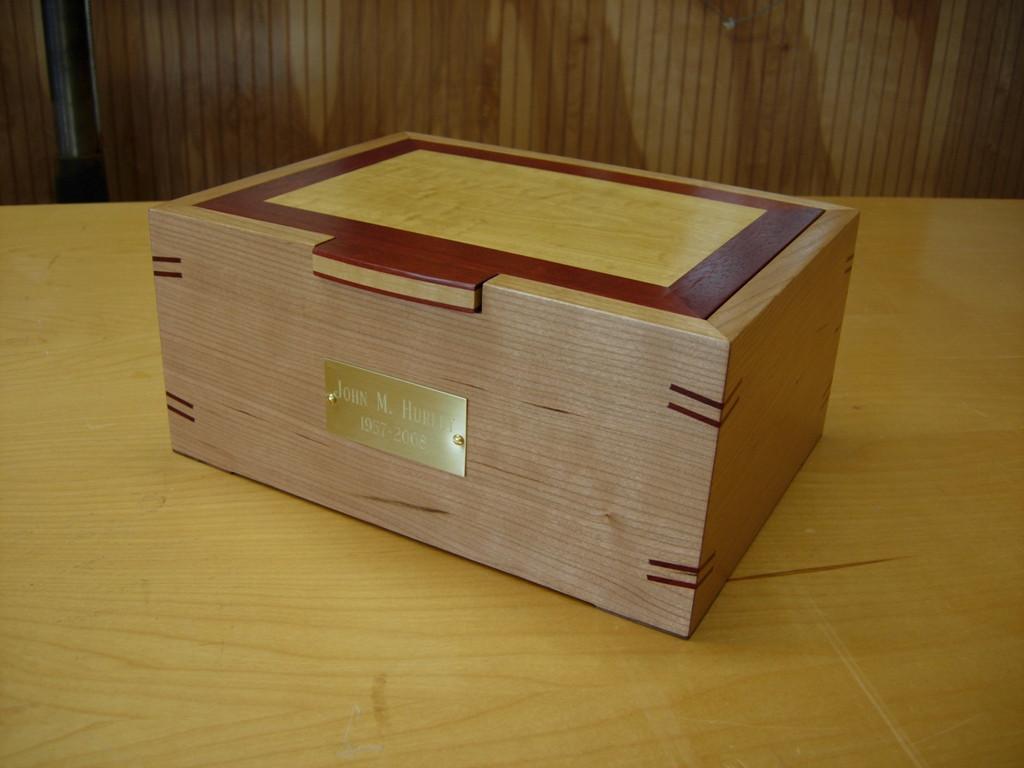 memorial_box001